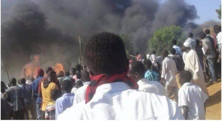 مصرع وإصابة أربعة مواطنين وحرق منزل معتمد محلية قدير